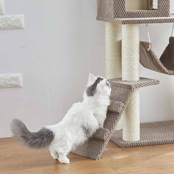 シニア猫や足の短い子もラクに登れるスロープ。