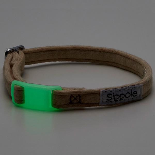 セーフティバックル、蓄光素材使用で安心・安全な猫首輪