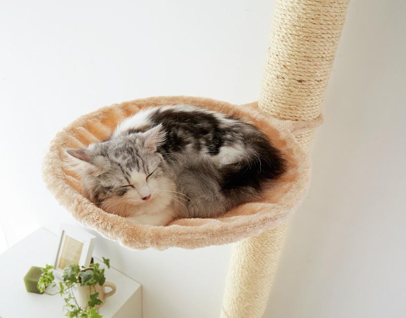 猫が好きなハンモックに手触りなめらかなボア生地を採用
